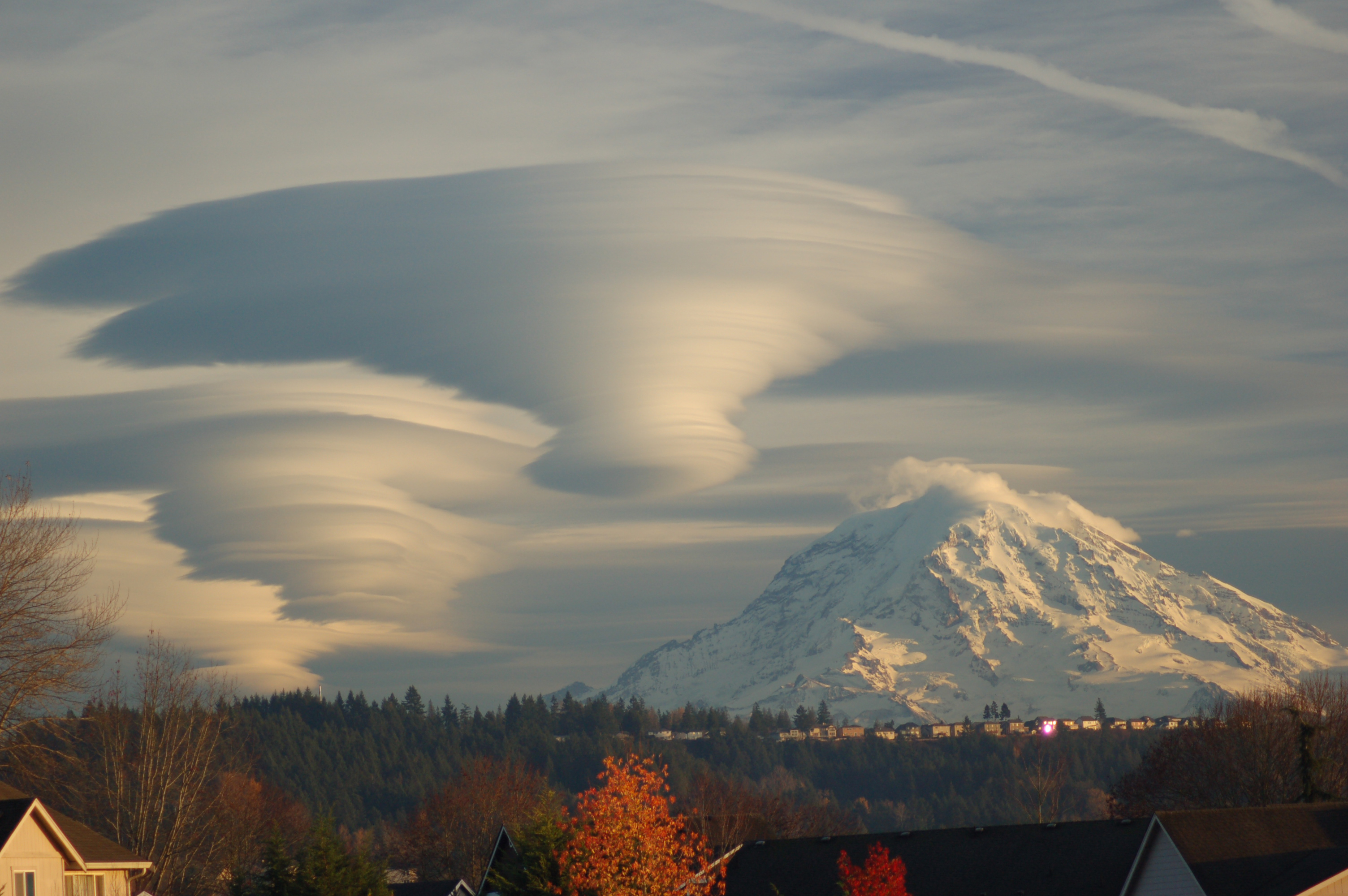 http://katu.s3.amazonaws.com/3282/2008/12/15/rainier_photo_tim_thompson.jpg